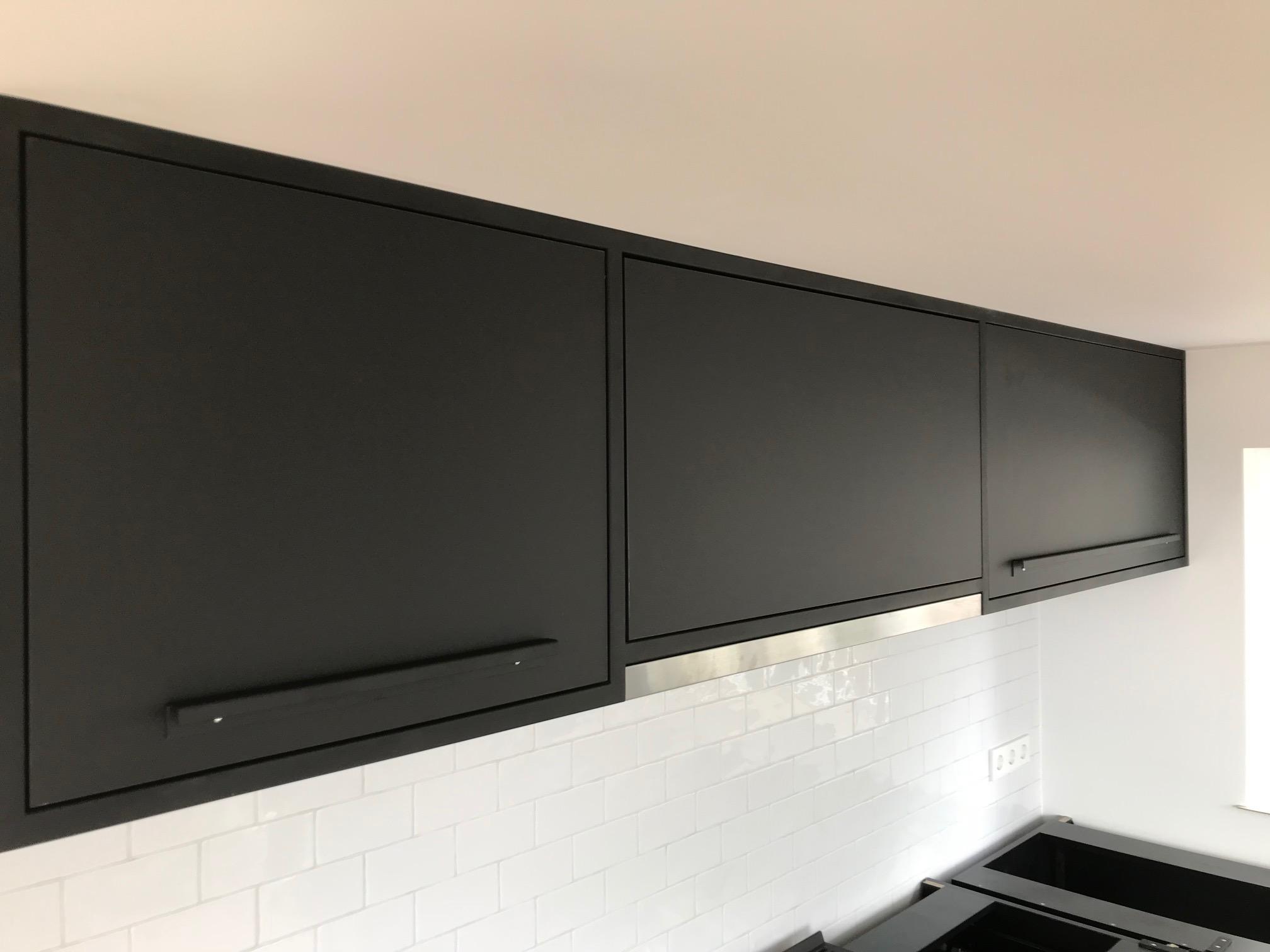 rvs en zwart industrieel verkerk interieurbouw keuken. 6