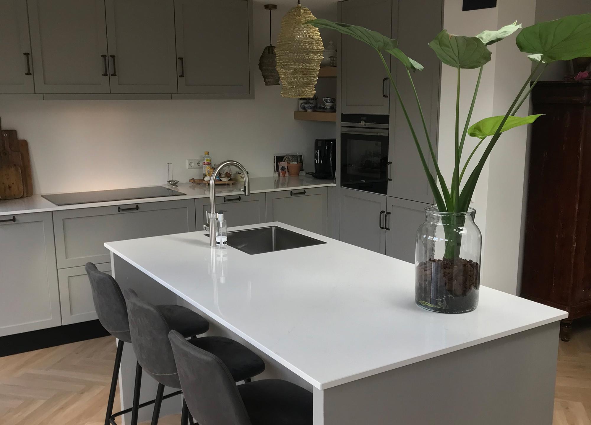 Wonderbaarlijk Moderne grijze keuken met wit blad - Verkerk Interieurbouw IP-89