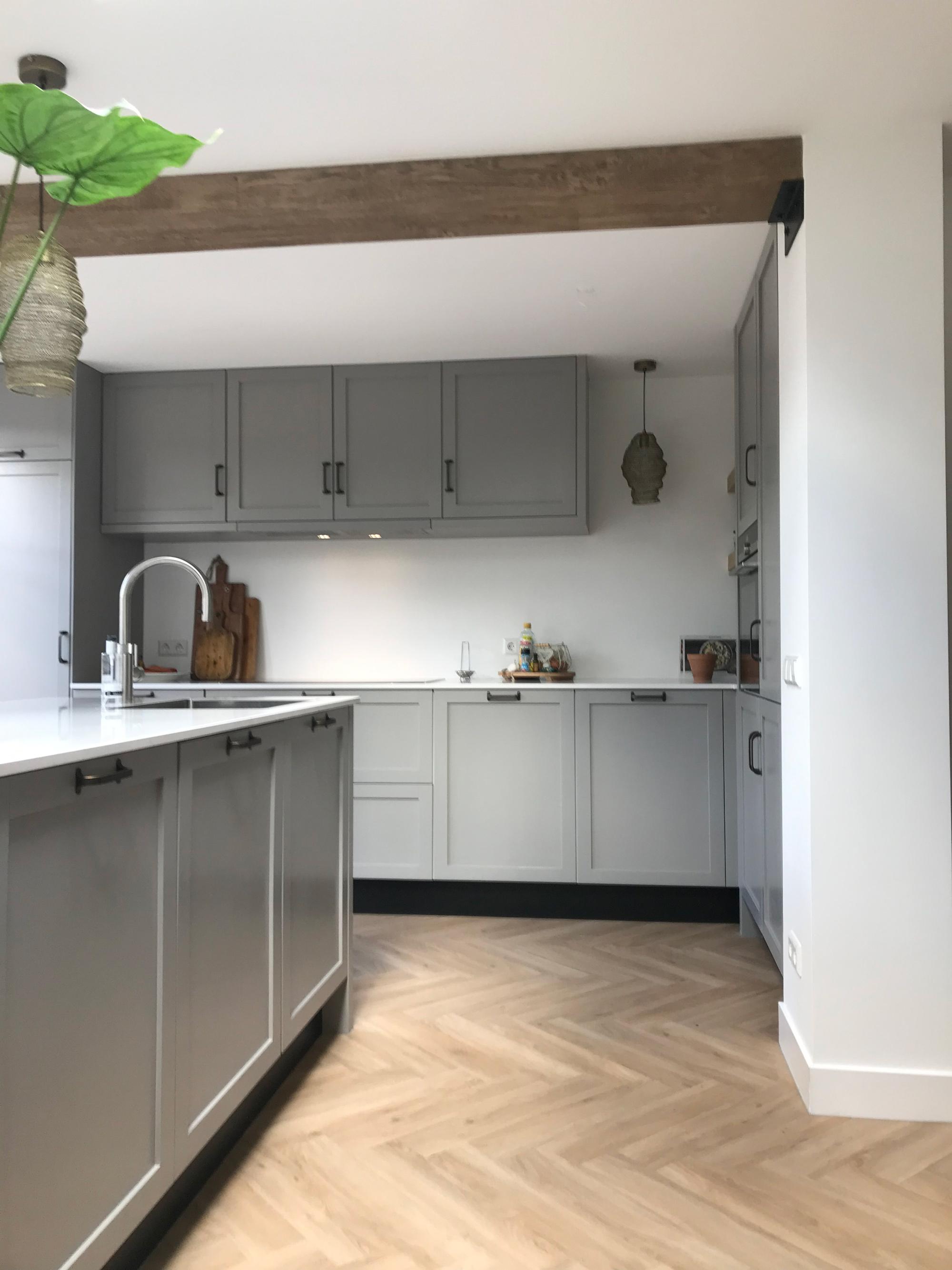 Verbazingwekkend Moderne grijze keuken met wit blad - Verkerk Interieurbouw DW-43