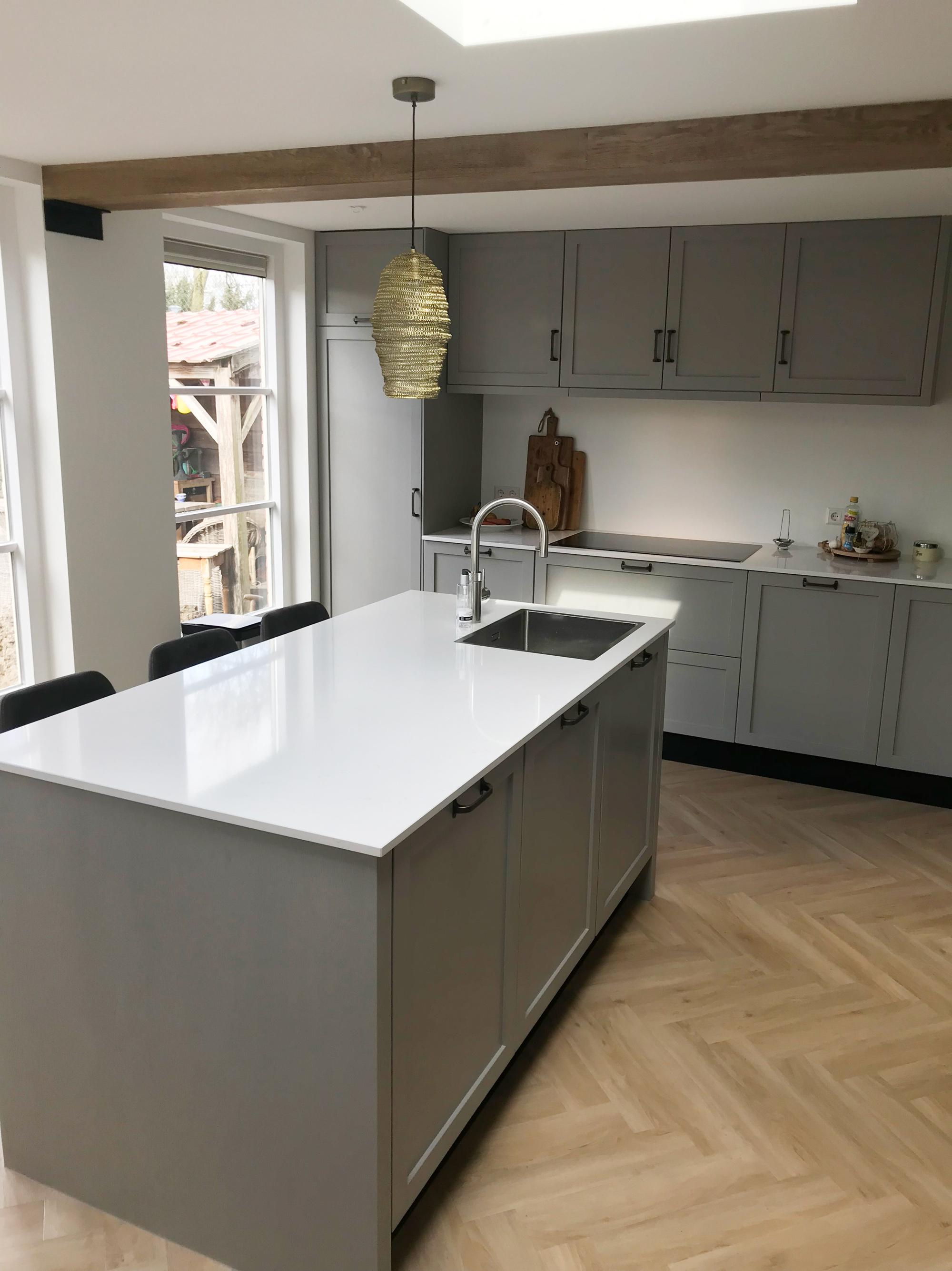 Ongekend Moderne grijze keuken met wit blad - Verkerk Interieurbouw JQ-89